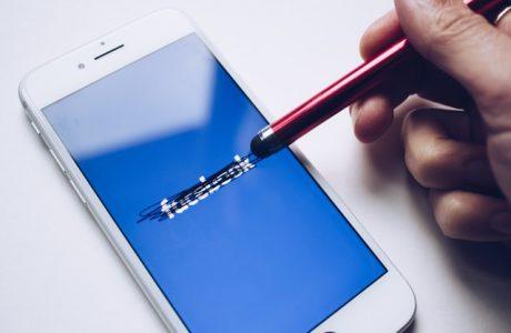 פייסבוק נגד אפל – איך הקרב משפיע על פרסום בפייסבוק